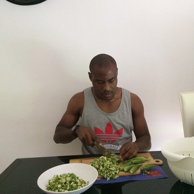 SEE 2FACE AND VINCENT ENYEAMA COOKING!…WHOSE FOOD WILL U PREFER ...